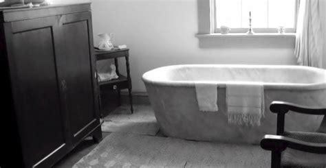 Ranjang Dan Kasurnya bolehkah laki laki mandi bersama laki laki