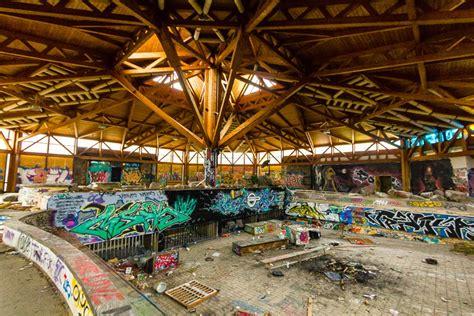 delightful artsy  hidden places  visit  berlin