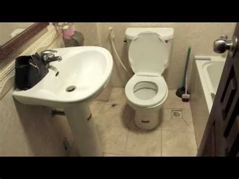 big spider in bathroom giant cambodian huntsman spider in our flat bathroom 5 18 2010 youtube