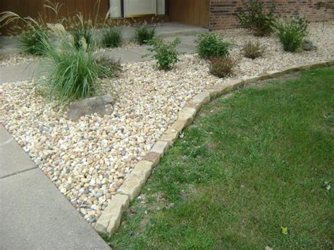 Landscape Edging Gravel Edging For Flower Beds Images Of Mulch