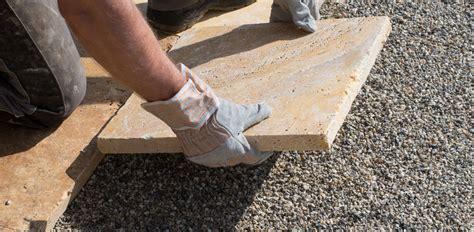 gehwegplatten in splitt verlegen anleitung terrassenplatten auf splitt verlegen jonastone