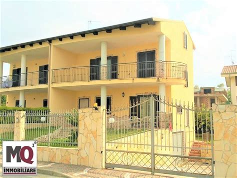 in vendita a mondragone casa mondragone appartamenti e in vendita a