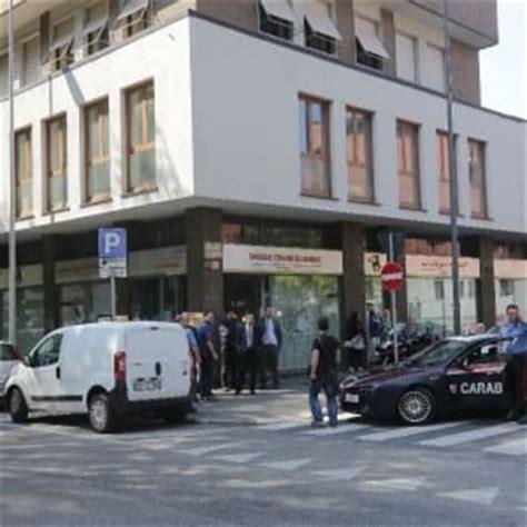 consolato di marocco a roma paura in viale zara tre banditi rapinano la banca