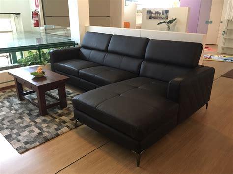 divani sconto divano con penisola in ecopelle marrone con poggiatesta