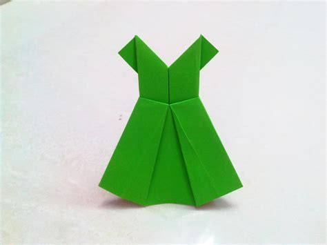 Folded Paper Craft - how to make an origami paper dress 1 origami paper