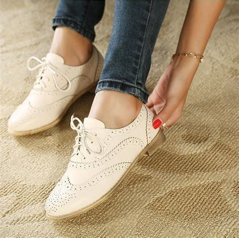white leather oxford shoes womens 25 best ideas about s oxfords on
