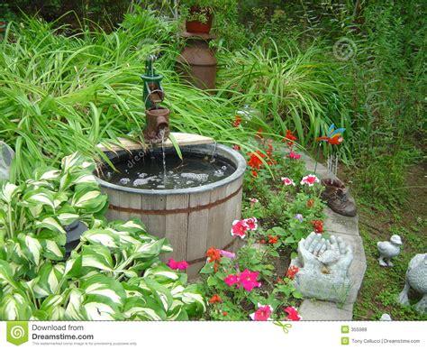 puits de jardin photos libres de droits image 355988