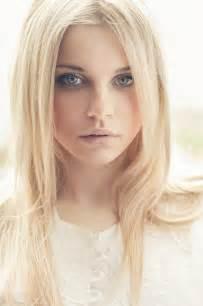 light blond zeg maar yes haar kleuren lichtblond help me