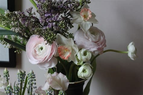 How To Make Flowers In A Vase Last Longer by Diy How To Make A Vase Of Cut Flowers Last A Week Gardenista
