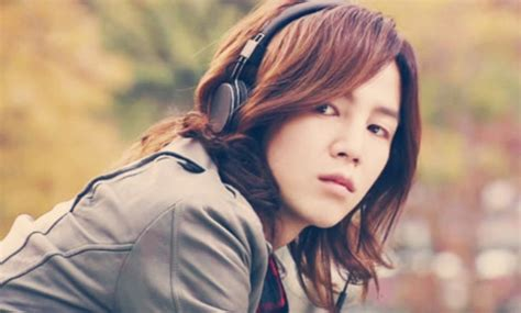 jang geun suk dishes on his long hairstyle and current