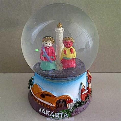 Pajangan Snowglobe Dari Ekuador Untuk Souvenir jual souvenir snow globe monas jakarta