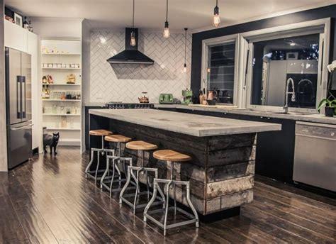 agréable Plan De Travail Cuisine Beton #1: ilot-cuisine-palette-de-bois-plan-de-travail-beton-design-peinture-noire.jpg