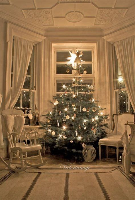 christmas home interiors 1000 ideas about christmas interiors on pinterest