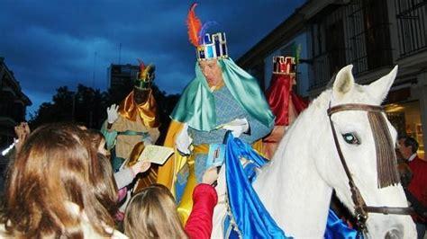 fotos reyes magos verdaderos los heraldos reales preludian la ilusi 243 n de los reyes