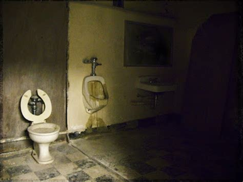 Horror Bathroom by Slice Of Fried Gold Don T Squeeze The Story