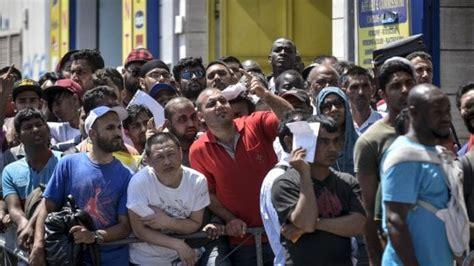 questura di napoli ufficio immigrazione via galileo ferraris 131 napoli duemila immigrati in fila per il permesso