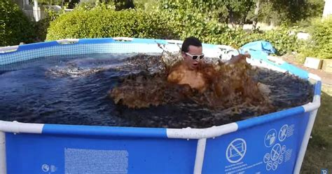 man fills pool with 6 800 litres of coca cola adds mentos