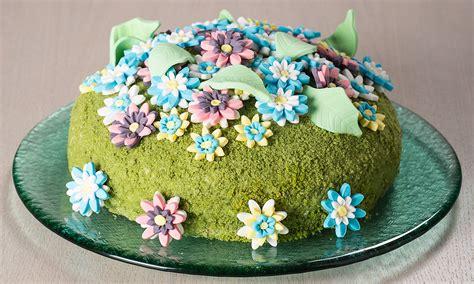 pasta di zucchero fiori ricetta torta di yogurt e spinaci con fiori di pasta di