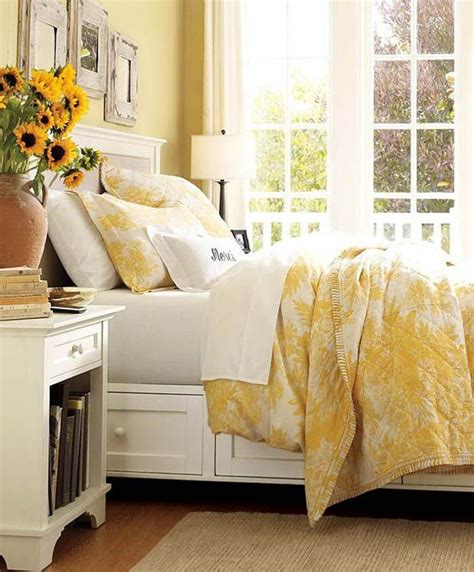 Yellow Room Decor by Best 20 Yellow Room Decor Ideas On Spare