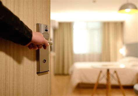 Free picture: open door, door lock, bedroom, entrance, guest room, interior, furniture