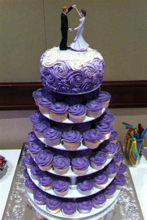 Wedding Cake With Cupcakes by Best 25 Purple Wedding Cakes Ideas On