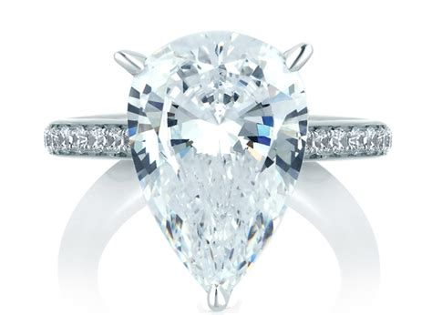 why contemporary prefer pear cut engagement rings