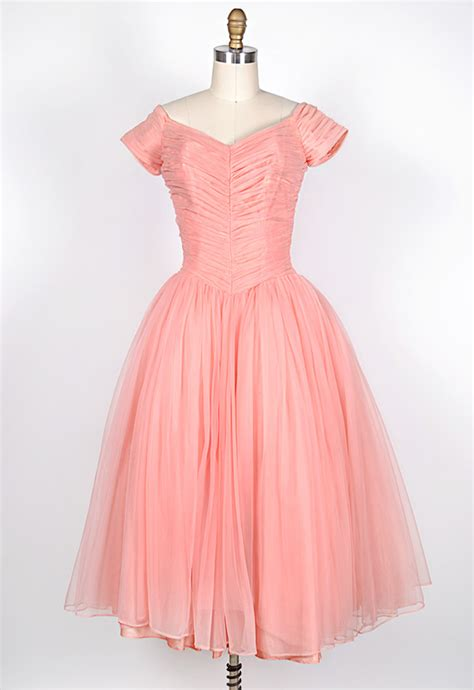 Turn heads in this vintage 1950s prom party dress romantic pink dress