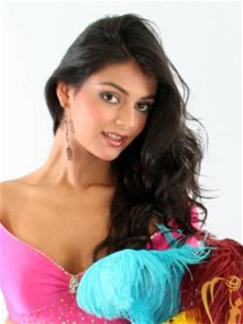 Miss Chile Hil Yesenia Hernandez Escobar Crowned Miss Earth 2006 by Hil Hernandez Castro Chiloe