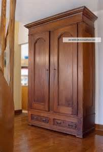antiker kleiderschrank 25 best ideas about antique wardrobe on
