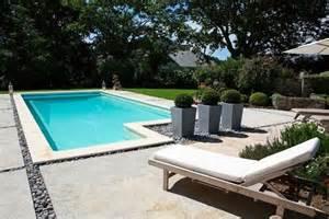 beton decoratif piscine comment am 233 nager autour de ma piscine