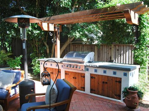 Diy Patio Mister A Wooden Pergola Shades This Southwestern Style Outdoor