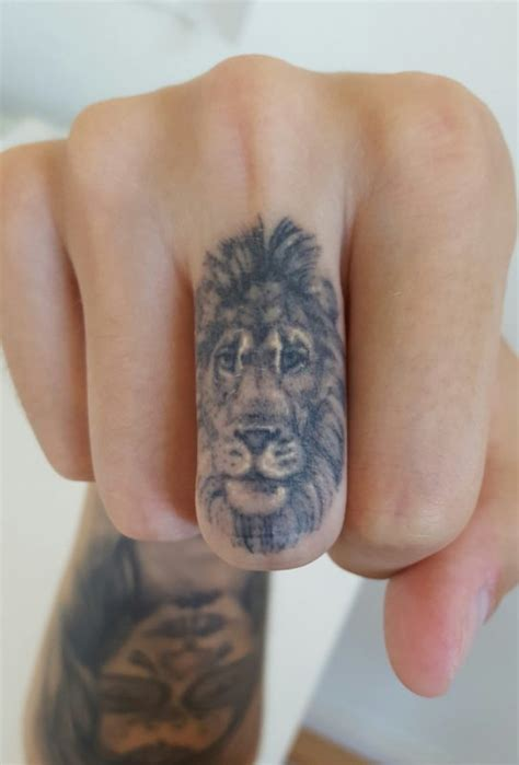 finger tattoo lioness 18 impressive lion tattoos for fingers
