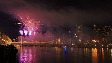 light up night pittsburgh file fireworks at the pittsburgh light up night 2015 jpg