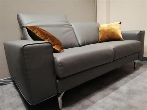 divani in ecopelle prezzi divano ecopelle poggiatesta reclinabili prezzo outlet