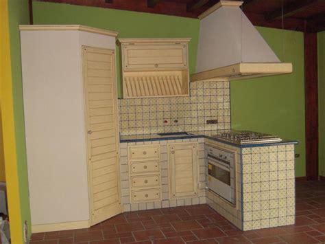 piastrelle decorate per cucina in muratura cucina tindari cu ce mur cucine in muratura
