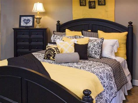 Gray And Yellow Master Bedroom Ideas by Best 25 Gray Yellow Bedrooms Ideas On Yellow