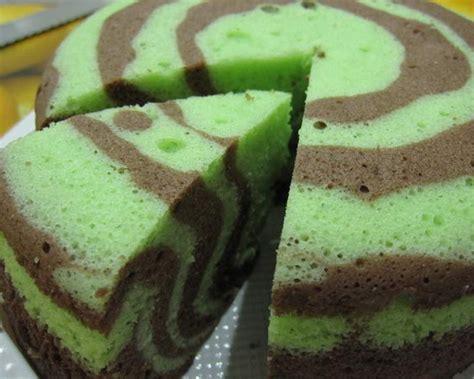 resep dan cara membuat bolu kukus zebra cara membuat resep kue bolu pandan santan kukus lembut