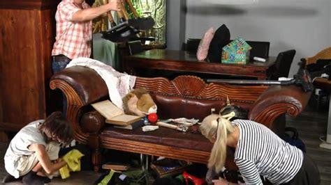 bei hempels unterm sofa der postillon familie hempel r 228 umt endlich unterm sofa auf