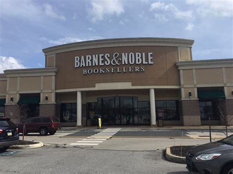 Barnes Nobles Hours Barnes Amp Noble Booksellers 14 Reviews Newspapers