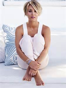 why did kaley cuoco cut hair kaley cuoco hairstyle google search hair pinterest