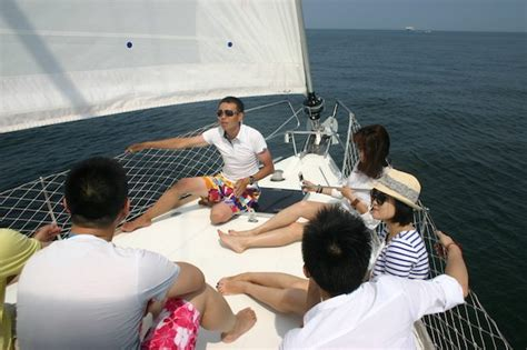 yacht  sailing brands cast  wider net  china market