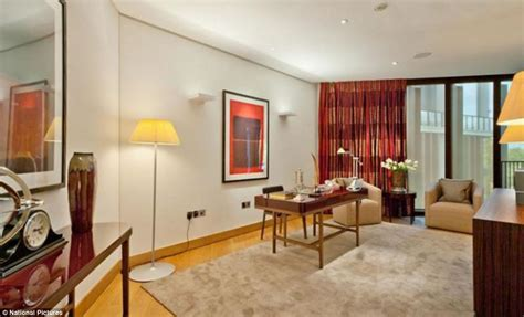 how much is a 3 bedroom apartment one hyde park penthouse that costs 163 45 000 a week