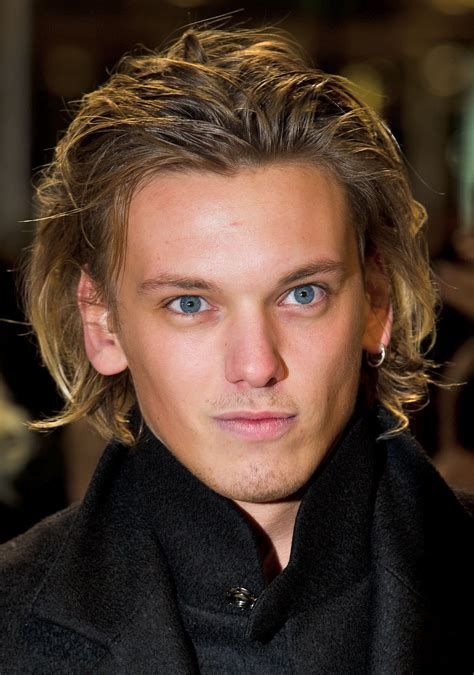 haircuts for high cheekbones on men jamie cbell bower da raia a raiz