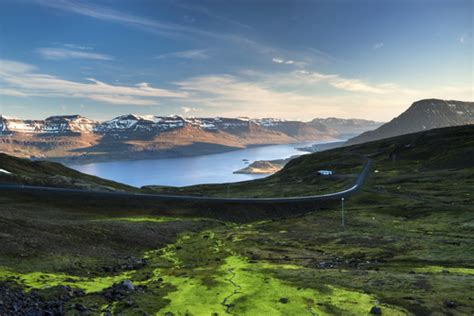 cost airfares  iceland  europe  wow air