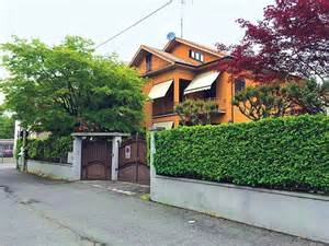 Online House Builder agustawestland scam fails to resonate in sonia gandhi s