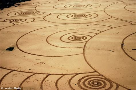 sand pattern artist eye catching sand art along cornish coast created by