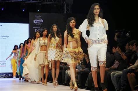 paris cultural fashion show 2015 model catwalk on r
