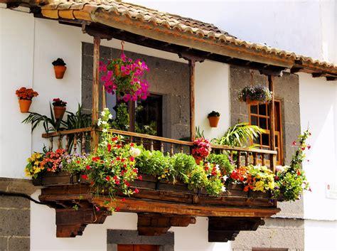 arredare balconi e terrazzi come arredare il balcone con i fiori non sprecare
