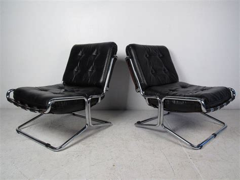 italian leather recliner lounges pair of chrome and italian leather lounge chairs for sale