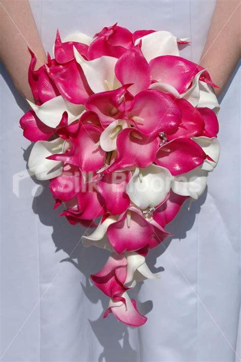 Sprei Kendra Flower modern artificial bridal wedding bouquet with fuchsia pink